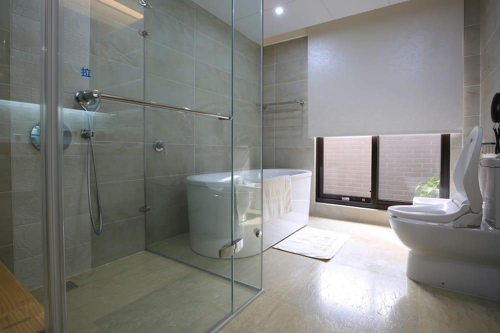 Liukso klasės trivietis kambarys (VIP) - Vonios kambarys