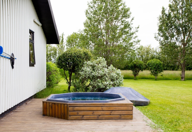 South Central Country Apartment, Selfoss, Outdoor Spa Tub