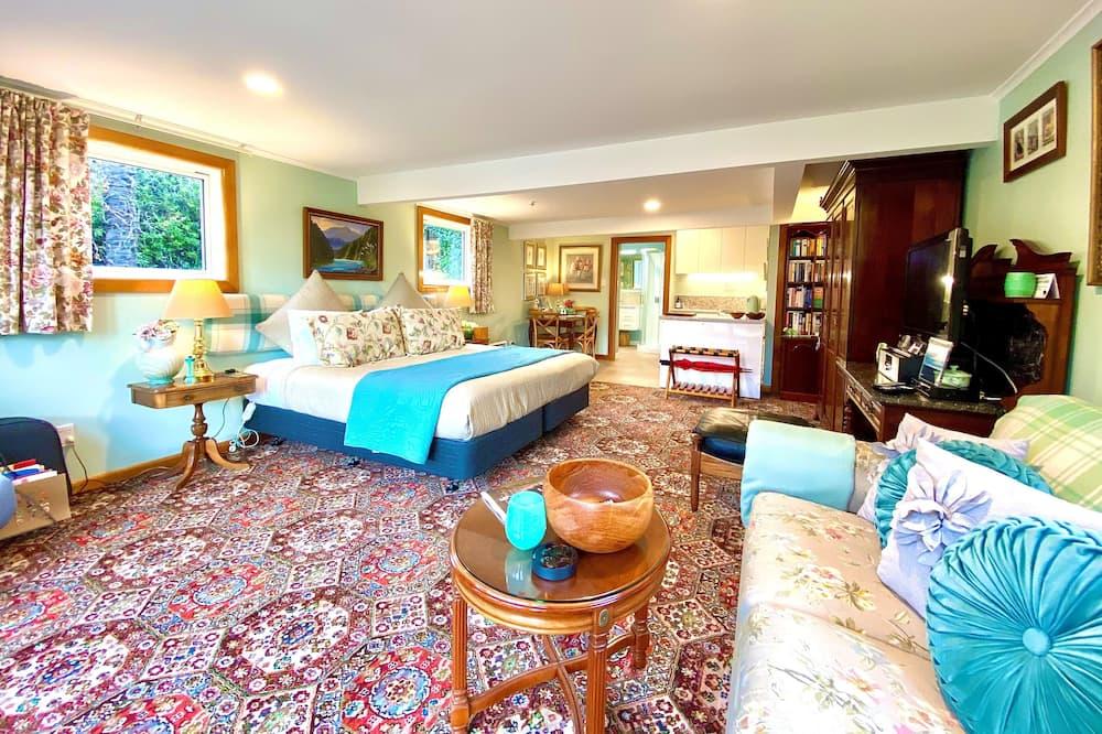 Superior Apartment, 1 Bedroom, Garden View (The Garden Apartment ) - Living Area