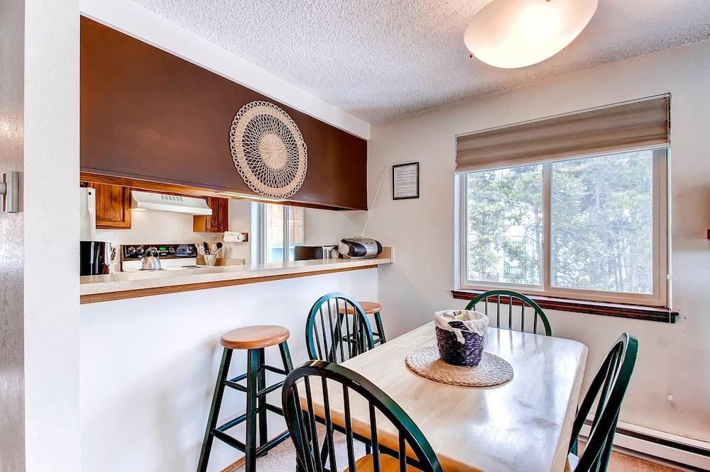 Standard Condo, 2 Bedrooms - In-Room Dining