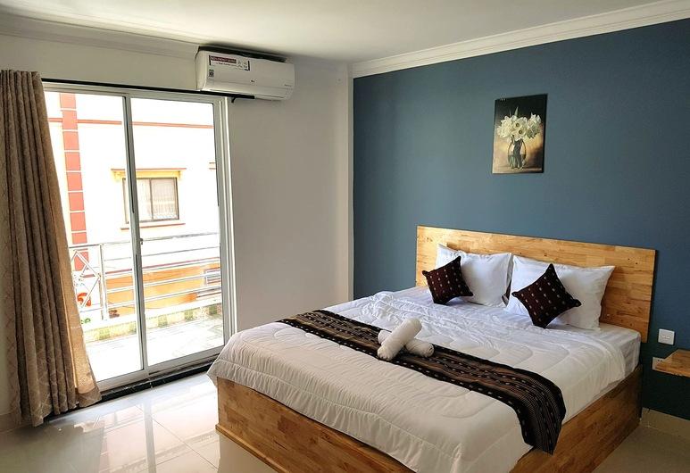 Lucky Hostel, Battambang, Deluxe Double Room, Balcony, Guest Room
