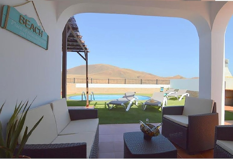 The Blue House With Mountain View, La Oliva, Comfort-villa - 3 soveværelser - bjergudsigt, Terrasse/patio