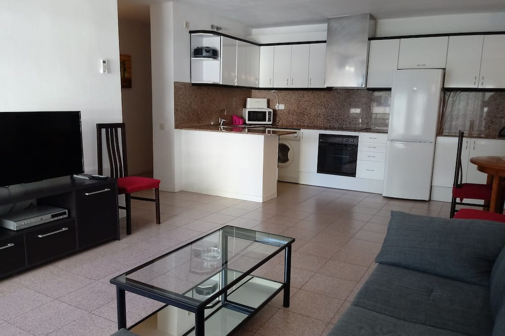 Family Apartment, 2 Bedrooms, Terrace - Living Area