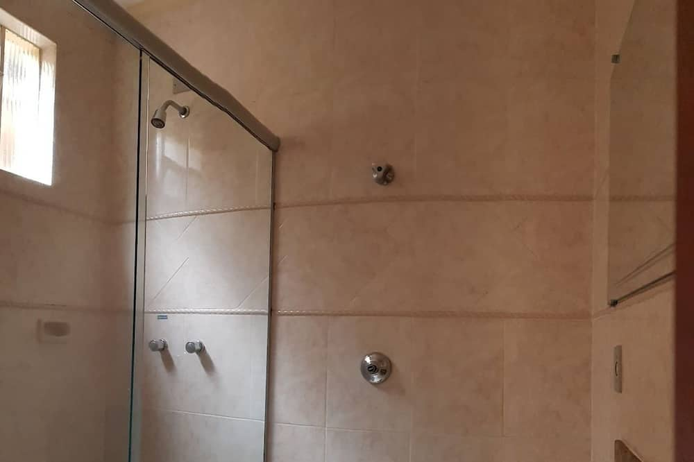 Deluxe četverokrevetna soba, Više kreveta - Kupaonica