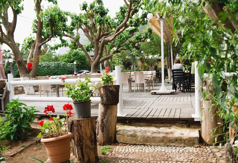 村莊花園餐廳旅館, 凱麥什, 飯店入口