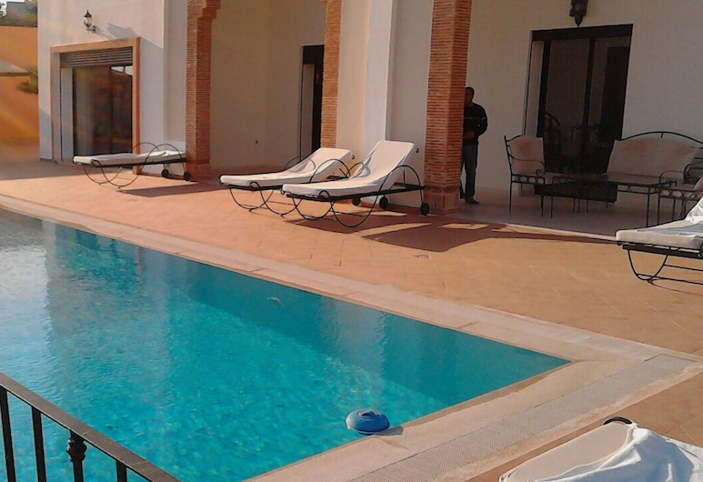 Spacious Comfortable Villa Ref T72024 , Агадір, Відкритий басейн