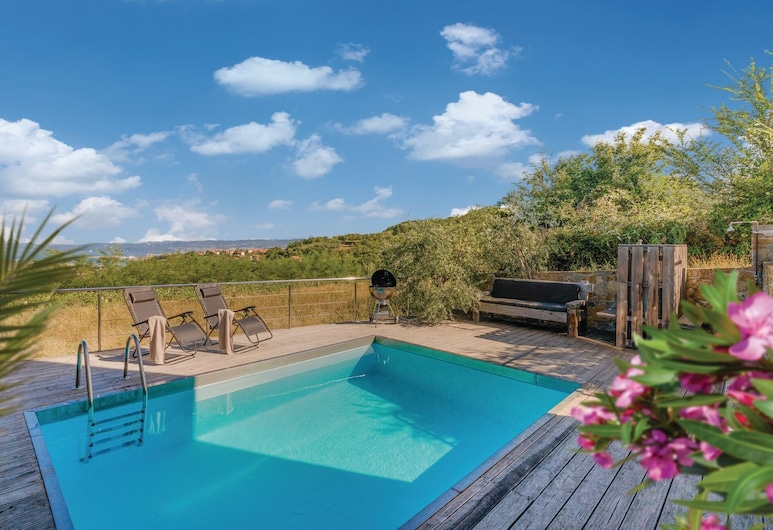 3 Bedroom Accommodation in Hrvatini, كوبر, حمام سباحة