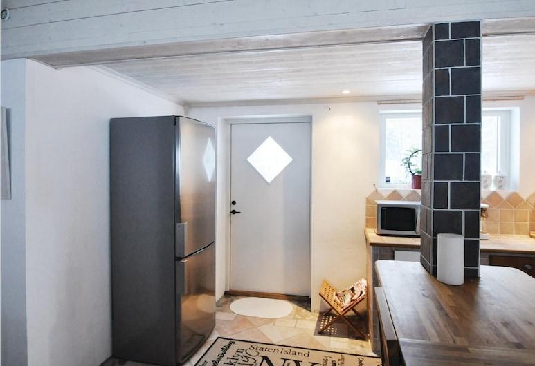 2 Bedroom Accommodation in Åmål, Omola, Privāta virtuve