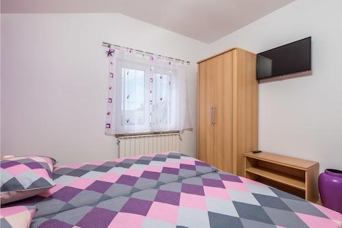 Rukavacの2ベッドルーム宿泊施設/