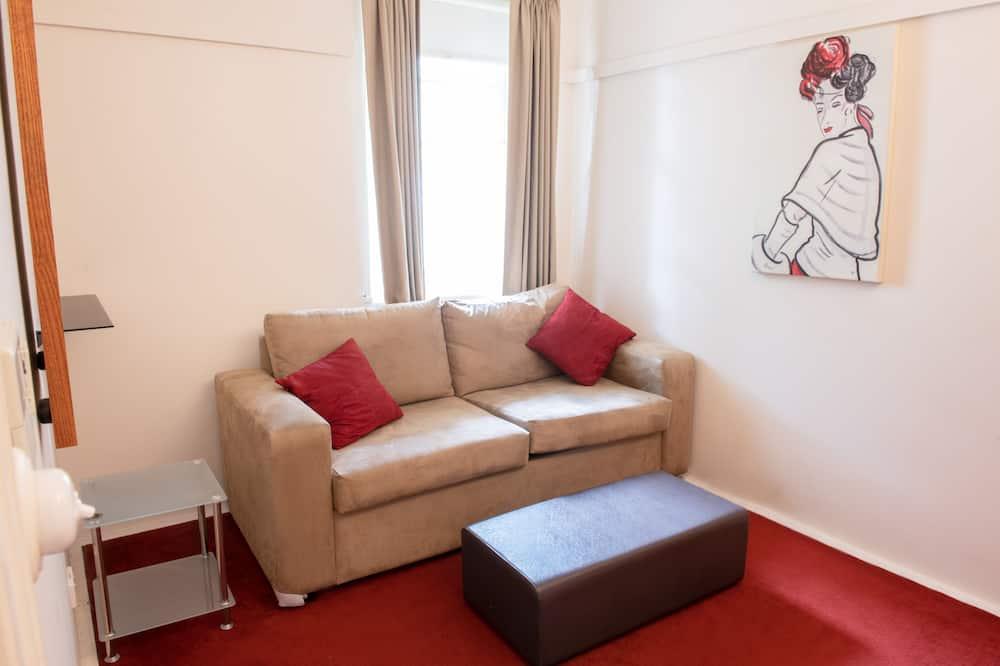 Deluxe Queen Suite - Living Area