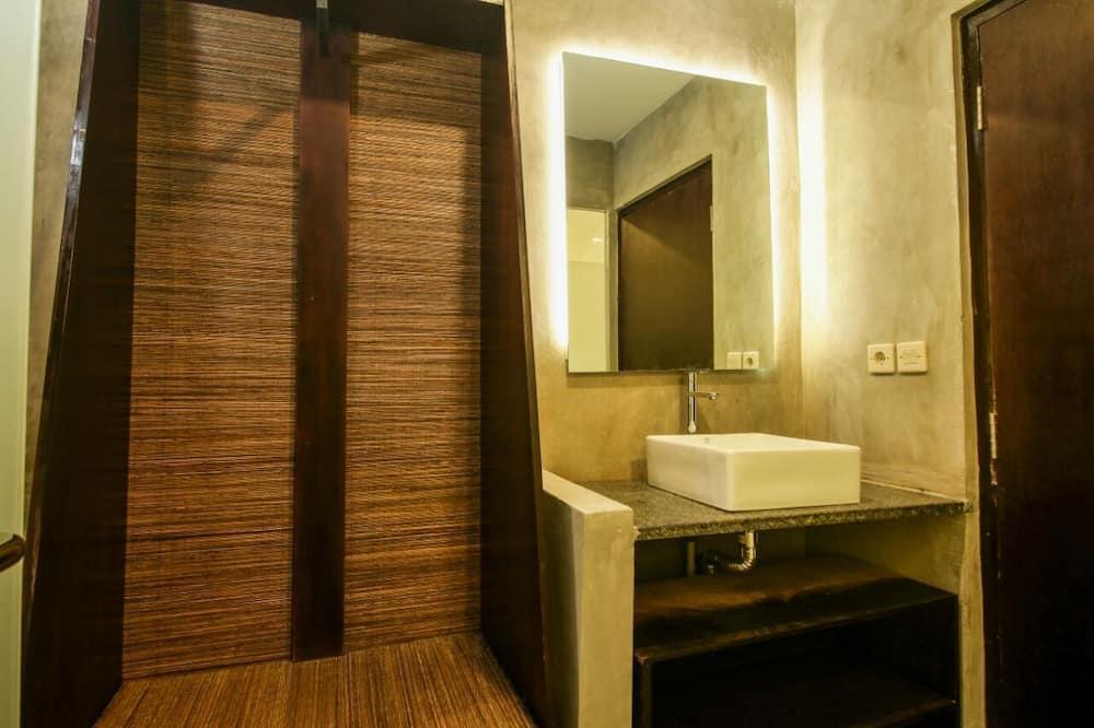 غرفة عادية لاثنين - حوض الحمام