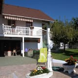 Huoneistossa on uima-allas ja Balaton-panoraama