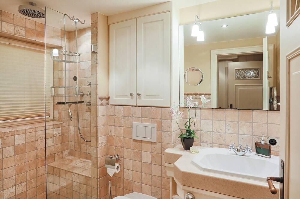 ดีลักซ์อพาร์ทเมนท์, ห้องน้ำส่วนตัว - ห้องน้ำ