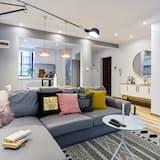 Deluxe Apartment, 3 Bedrooms - Living Room