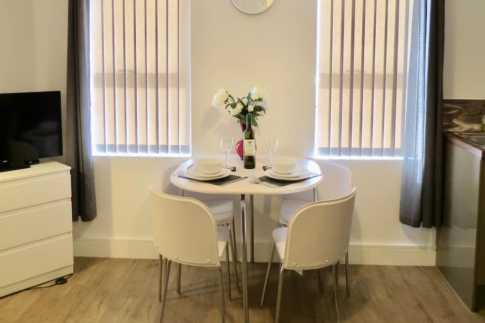 Business Studio, 1 Double Bed - In-Room Dining