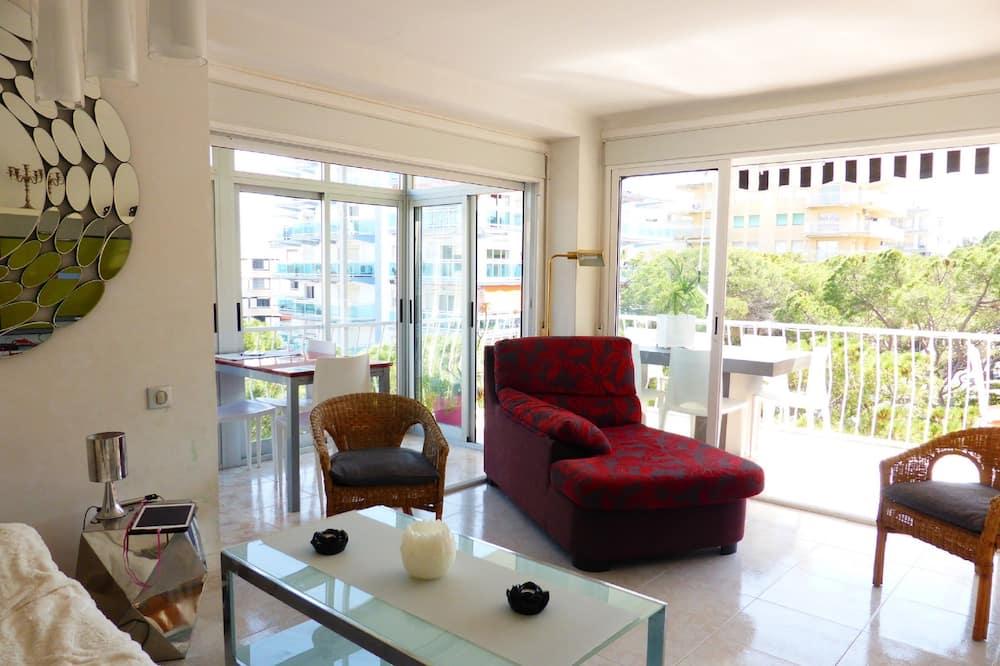 Superior Apartment, 3 Bedrooms, Terrace - Living Area