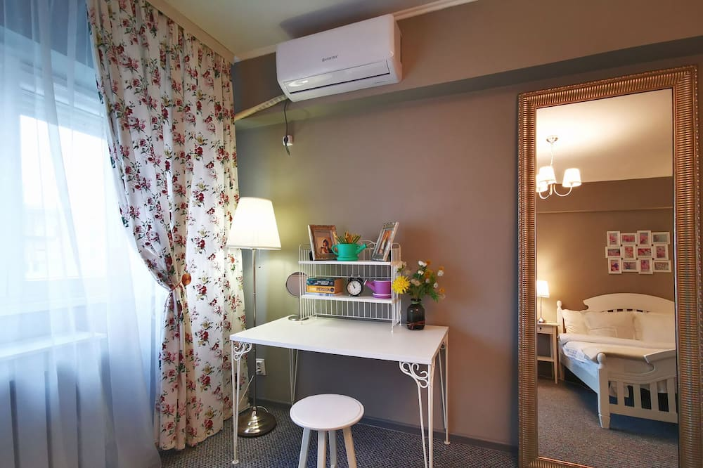 Comfort Studio Suite, 1 Double Bed with Sofa bed, City View - Television