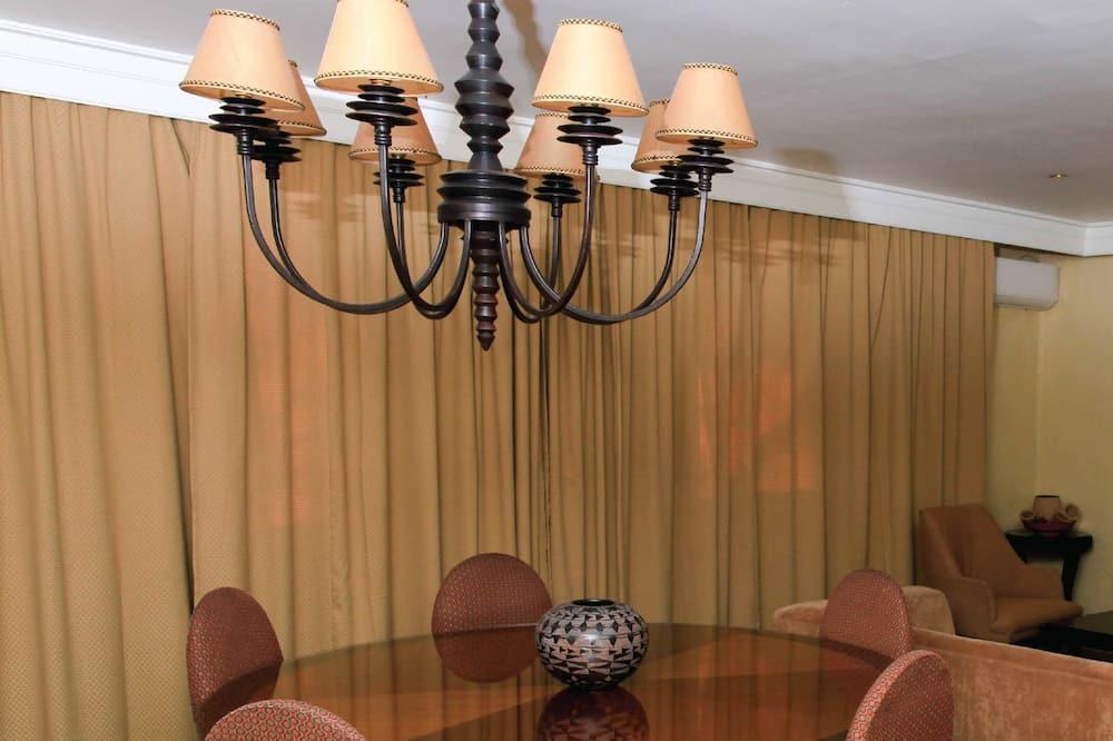 Presidential Room, 2 Bathrooms - Living Area