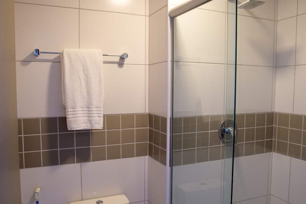 ファミリー ルーム ダブルベッド 2 台 - バスルーム