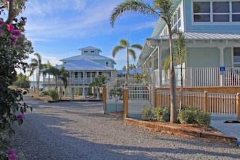 Picture of Dolphin Point Villas in Key Largo