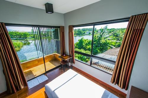 納斯里湖景飯店/