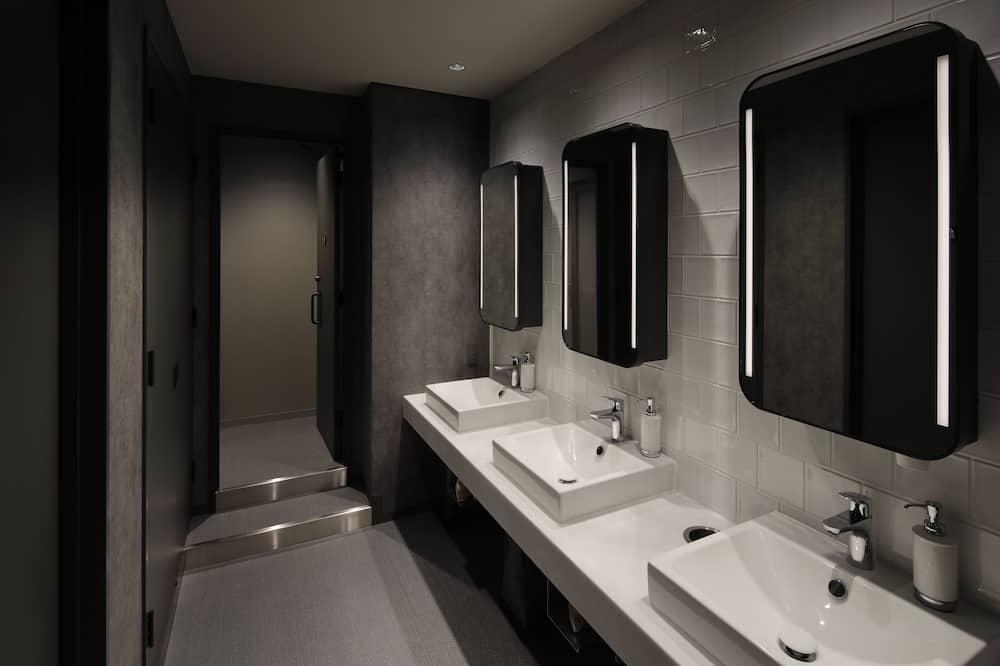 Domek wypoczynkowy, koedukacyjny pokój wieloosobowy (Neighboring Smart Pods, for Two) - Umywalka