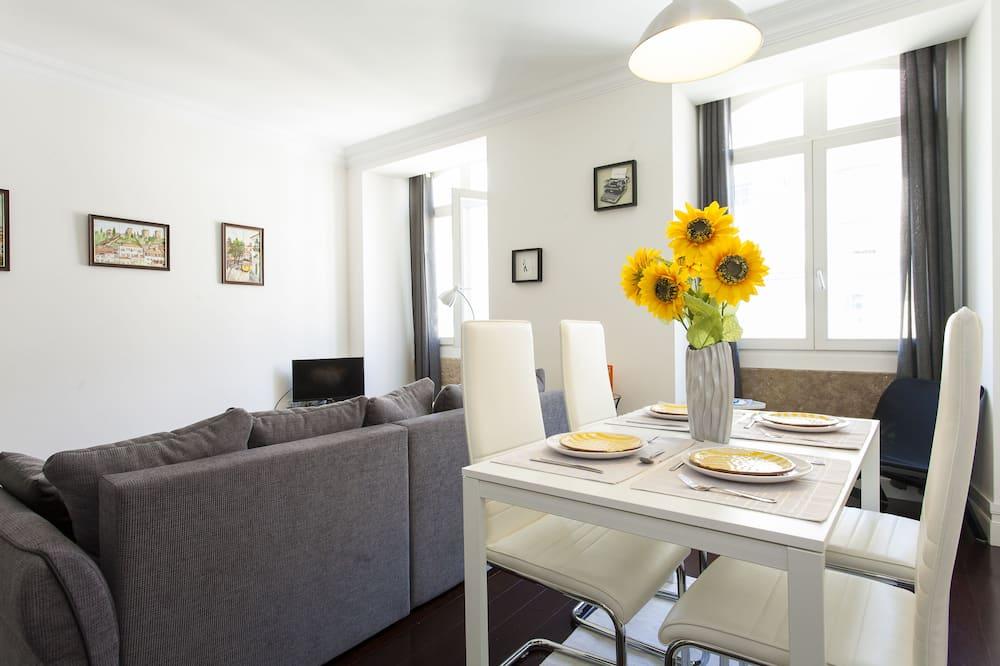 Апартаменты, 1 спальня, балкон (Rua da Madalena 66 4th Floor Right) - Обед в номере