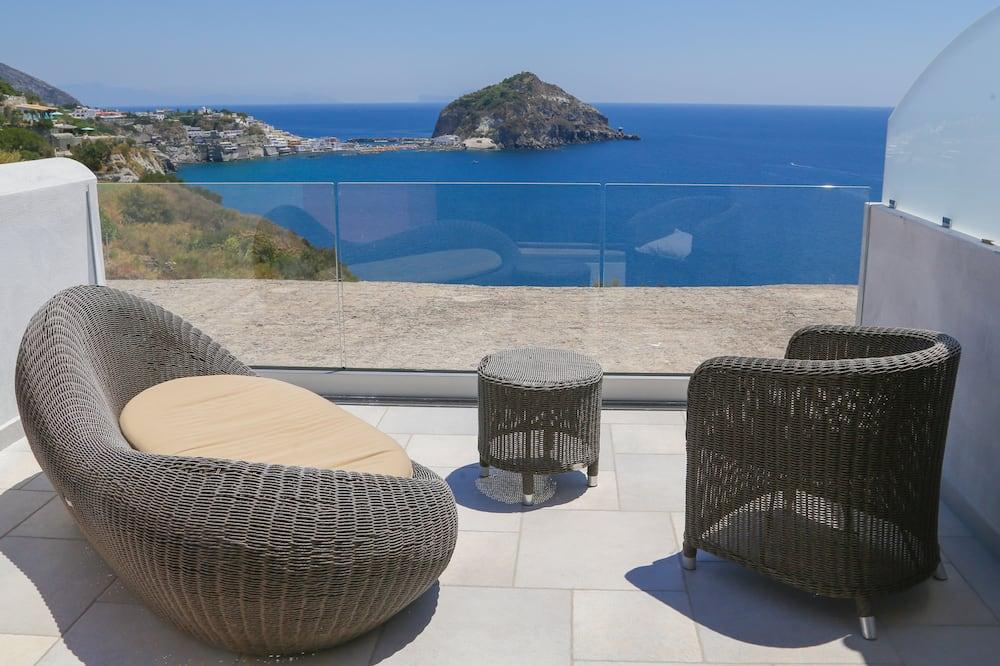 Chambre Quadruple Familiale, terrasse, vue partielle sur la mer - Terrasse/Patio