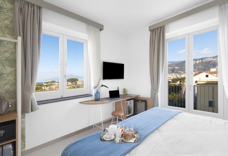Unconventional Hotel Sorrento , Sant'Agnello, Deluxe Double Room, Sea View, Guest Room