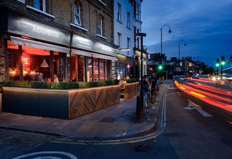 Sakkson House Rooms & Suites, London, Hotel Front – Evening/Night