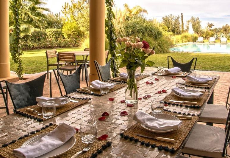 Villa avec piscine privée et Golf, Tameslouht, Γεύματα σε εξωτερικό χώρο