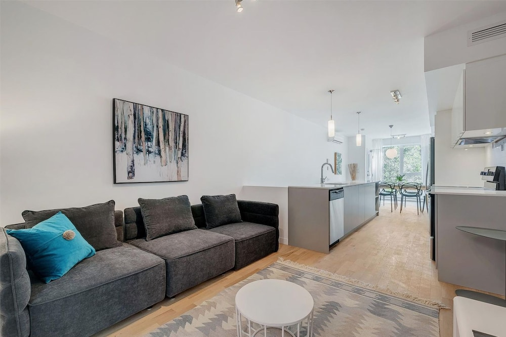two bedroom condo. Two Bedroom Condo in the Plateau by Namastay  Montreal Book