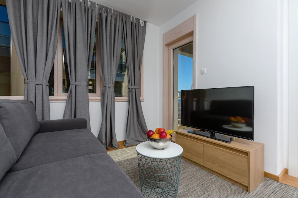 Apartment, 1 Bedroom, Balcony, Sea View - Living Area