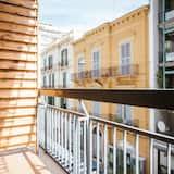 Deluxe Studio Suite, Kitchen, City View - Balcony