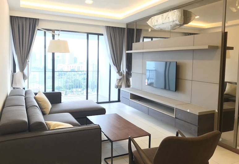 The Landmark Penthouse Luxury Condo by Casa Accommodation, George Town, Luxury Condo, 3 Bedrooms, Accessible, Sea View, Living Area