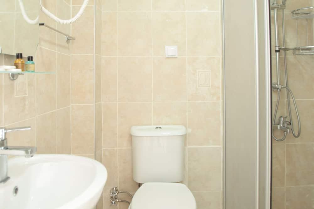 Standaard driepersoonskamer - Badkamer