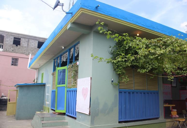 Ecole Les Poupons, Cap-Haitien, Scalinata
