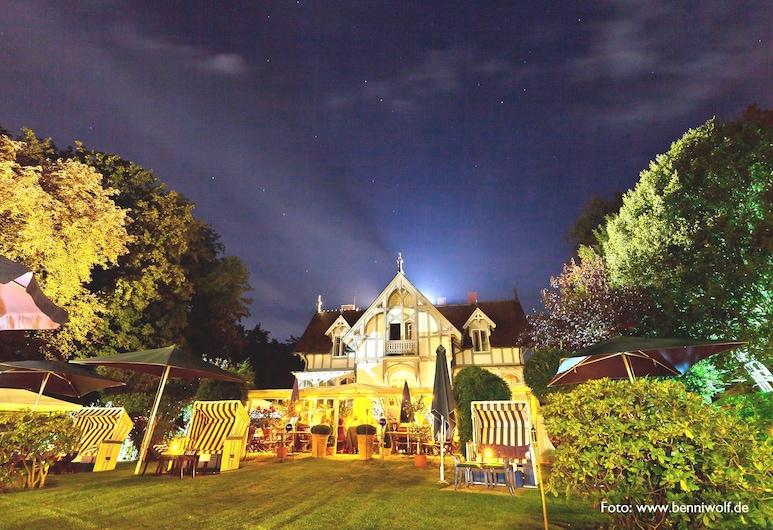 Hotel Villa Barleben am See, Konstanz, Hotelfassade am Abend/bei Nacht
