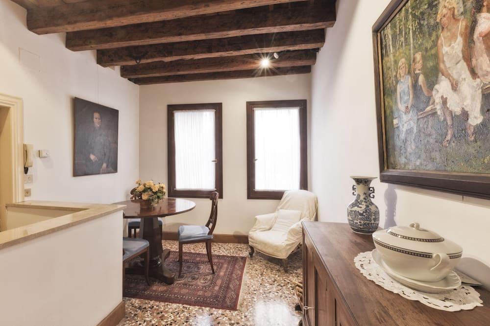 Classic Apartment, 1 Bedroom - Living Area