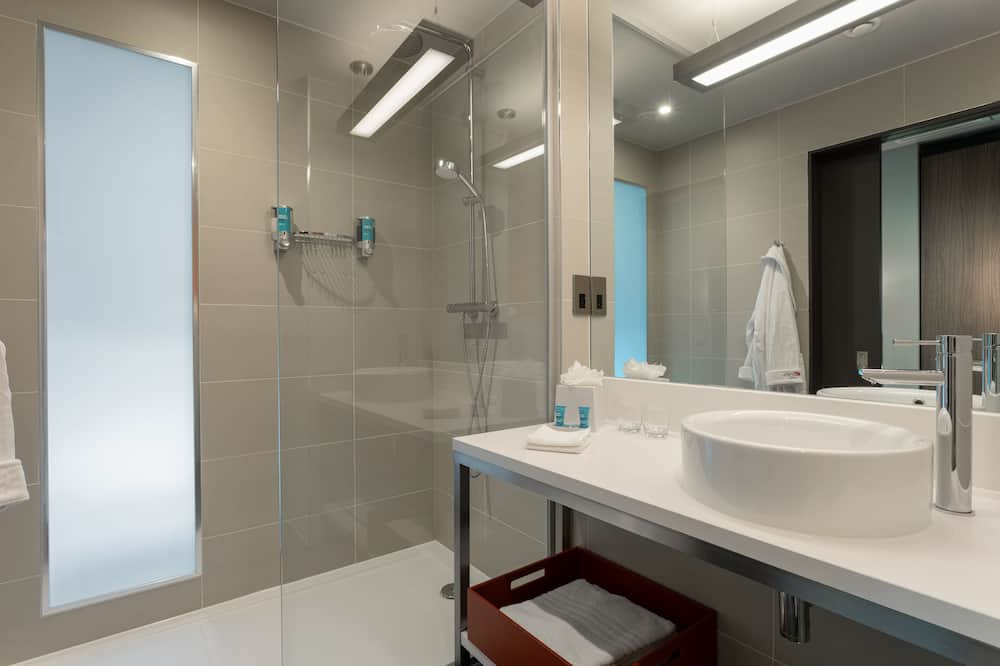 Urban, Room, 1 King Bed, Non Smoking - Bathroom