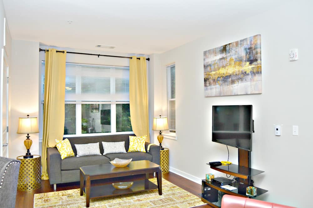 The Montclair Stunning Digs Steps 2 NYC - Living Area