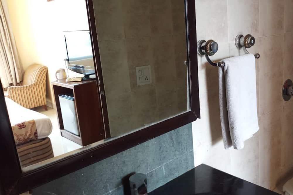 高級雙人房, 1 張特大雙人床, 露台, 城市景 - 浴室