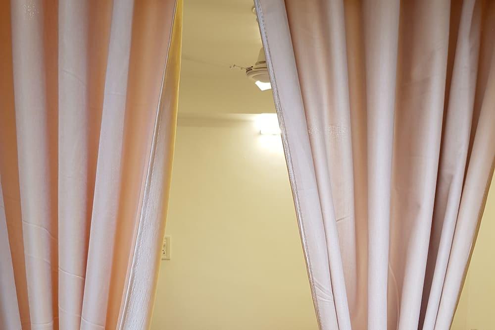 Családi háromágyas szoba, 1 hálószobával, dohányzó, kilátással az udvarra - Vendégszoba