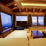 Royal Suite, 2 Bedrooms, Mountain View - Living Area
