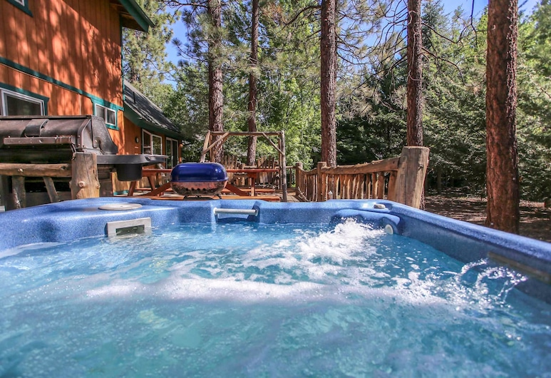 Abe's Cool Cabin, Big Bear Lake, Heitur pottur úti