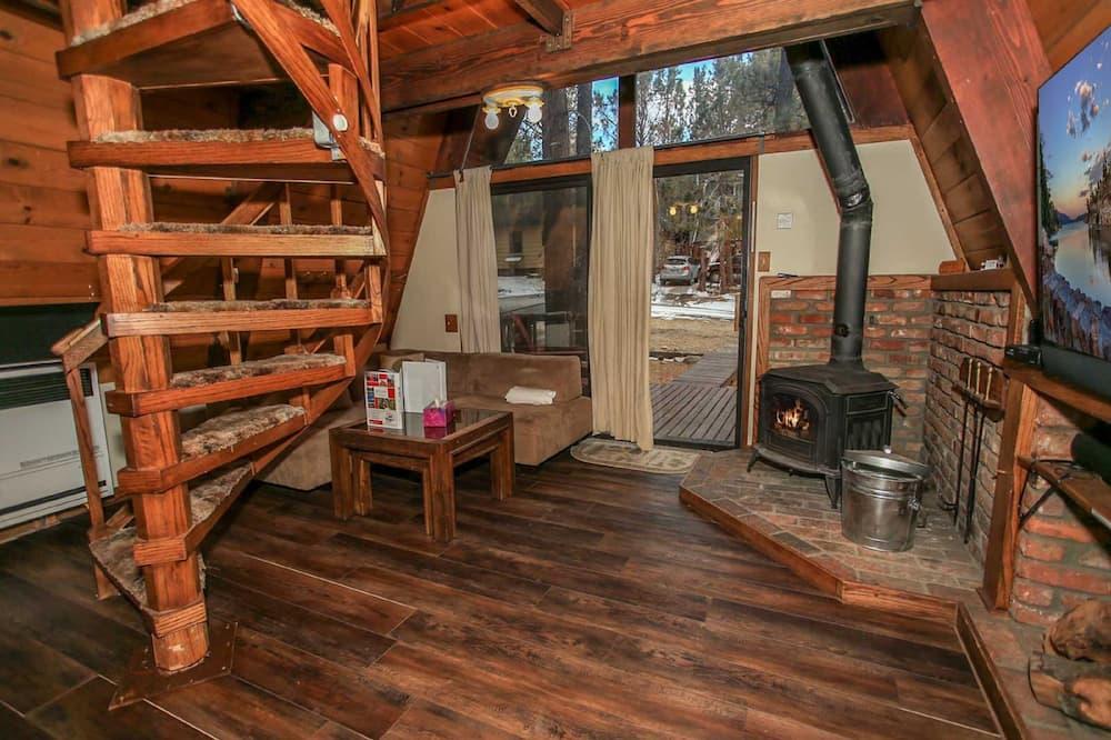 منزل عادي - لغير المدخنين - بمطبخ - الغرفة