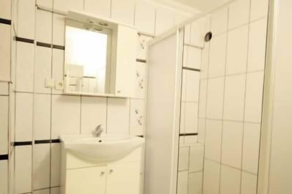 Wspólny pokój wieloosobowy, tylko dla kobiet - Łazienka