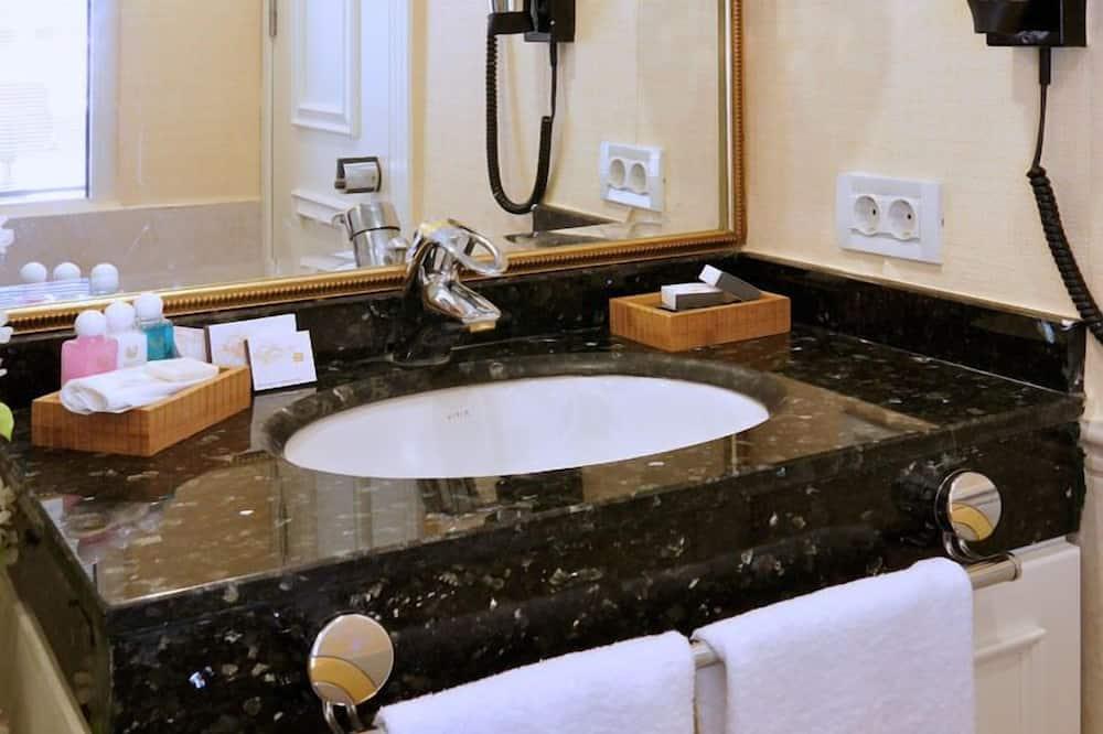 Standard Double or Twin Room - Sink Bilik Mandi