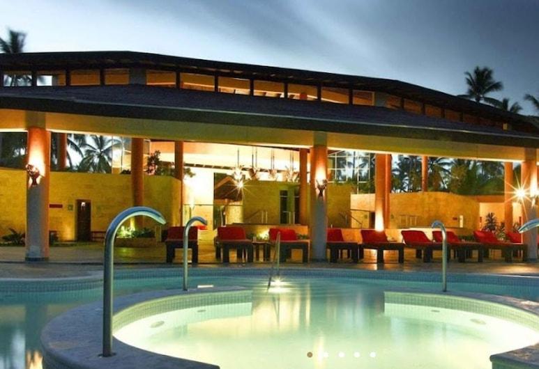 Hotel Capital, Campagna, Esterni
