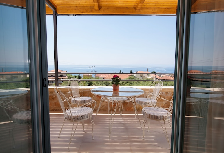 Lithos Guesthouse Kardamili, West Mani, Basic Suite, 1 Bedroom, Beach View, Oceanfront, Courtyard View